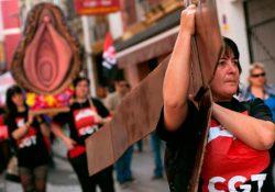 """Piden tres años de cárcel para activistas feministas por """"procesión del Santísimo Coño Insumiso"""""""