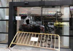 Destrozos y amenazas nazis en el recién abierto Centro LGBTI de Barcelona