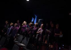 """""""Volem pa, volem roses"""": coristas interpretan Pan y Rosas en catalán"""