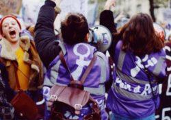 Gran cortejo de Pan y Rosas en la masiva manifestación de mujeres en París