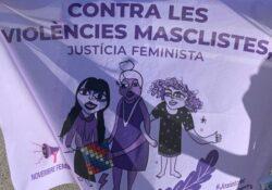 Una cadena feminista rodea Barcelona contra las violencias machistas por el 25N