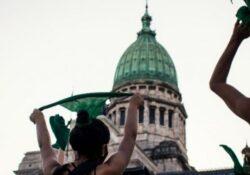 ¡Y fue ley!: con una multitud en las calles, el Senado legalizó el aborto en Argentina
