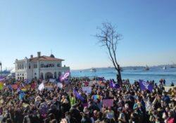 Mujeres protestan por la salida de Turquía del tratado contra la violencia de género