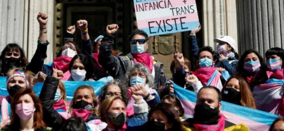 La Ley Trans vuelve a bloquearse en el Congreso: PP y VOX en contra, PSOE se abstiene