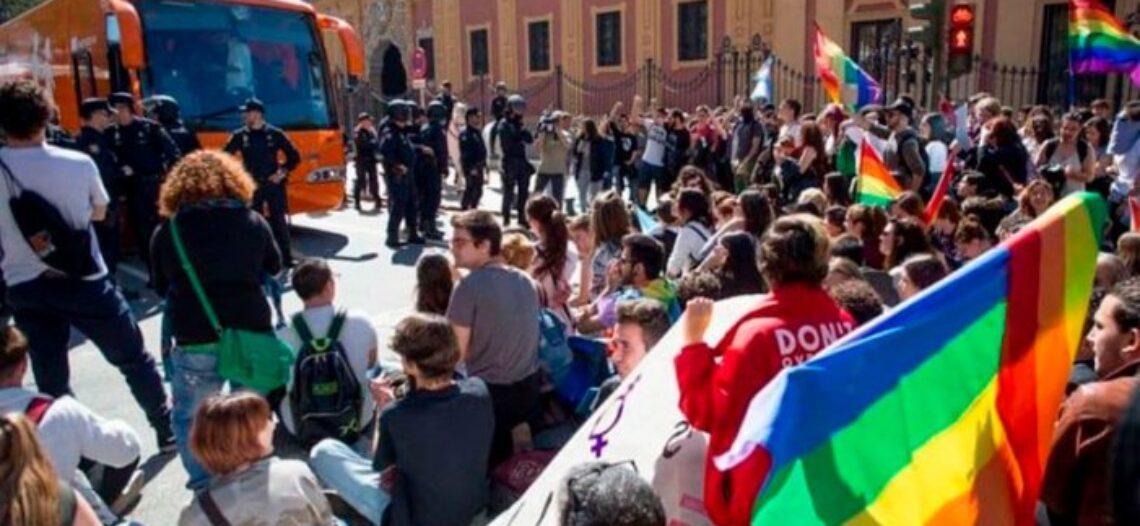 Colectivos trans convocan movilizaciones en Sevilla contra la reapertura del caso del bus Hazte Oír